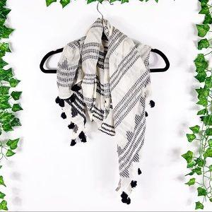 LOFT | black/white tassel scarf
